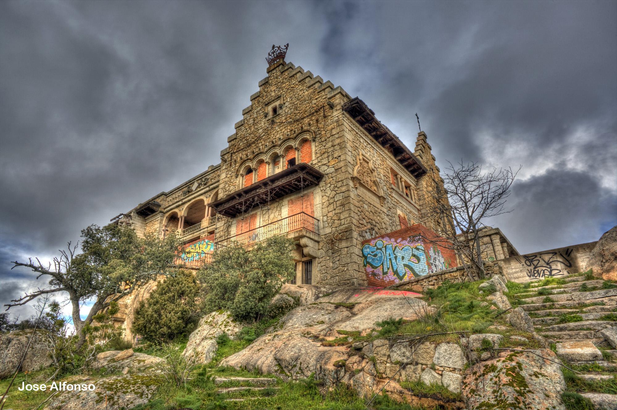 Canto del pico torrelodones madrid lugares perdidos - Casa de franco torrelodones ...