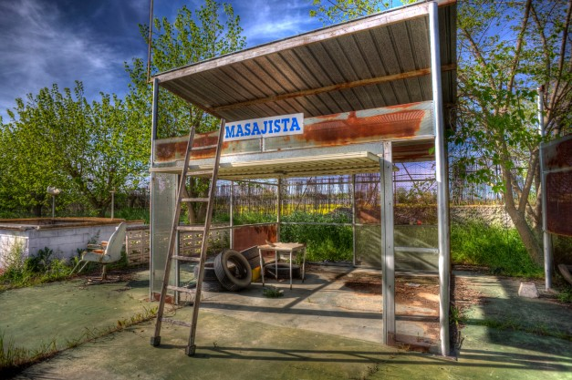 Masseuse, Abandoned water park